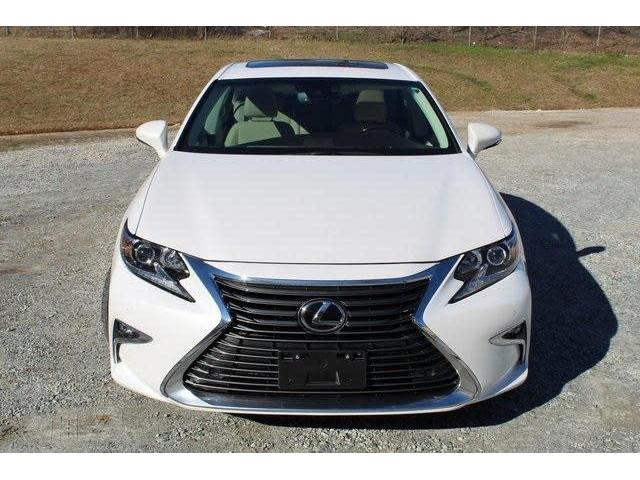 Used 2016 Lexus ES350 Base GCC Spec - 2/4